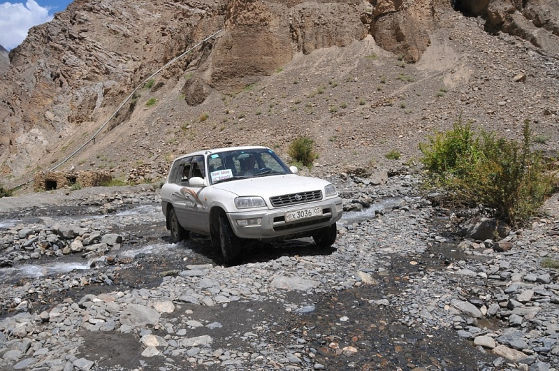 Jeep thru Bartang valley